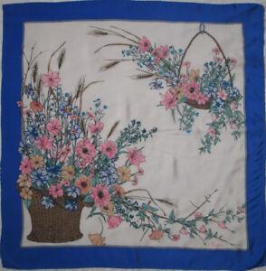 Superbe foulard GUCCI soie TBEG vintage scarf 82 x 84 cm   eBay a1e38dcb13e
