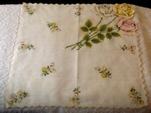 Vintage Ladies Hanky Huge Bouquet of Roses Yellow one is tip of Scalloped Edge