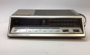 Vintage GE General Electric Clock Radio Model 7-4663A Electronic Touch Control