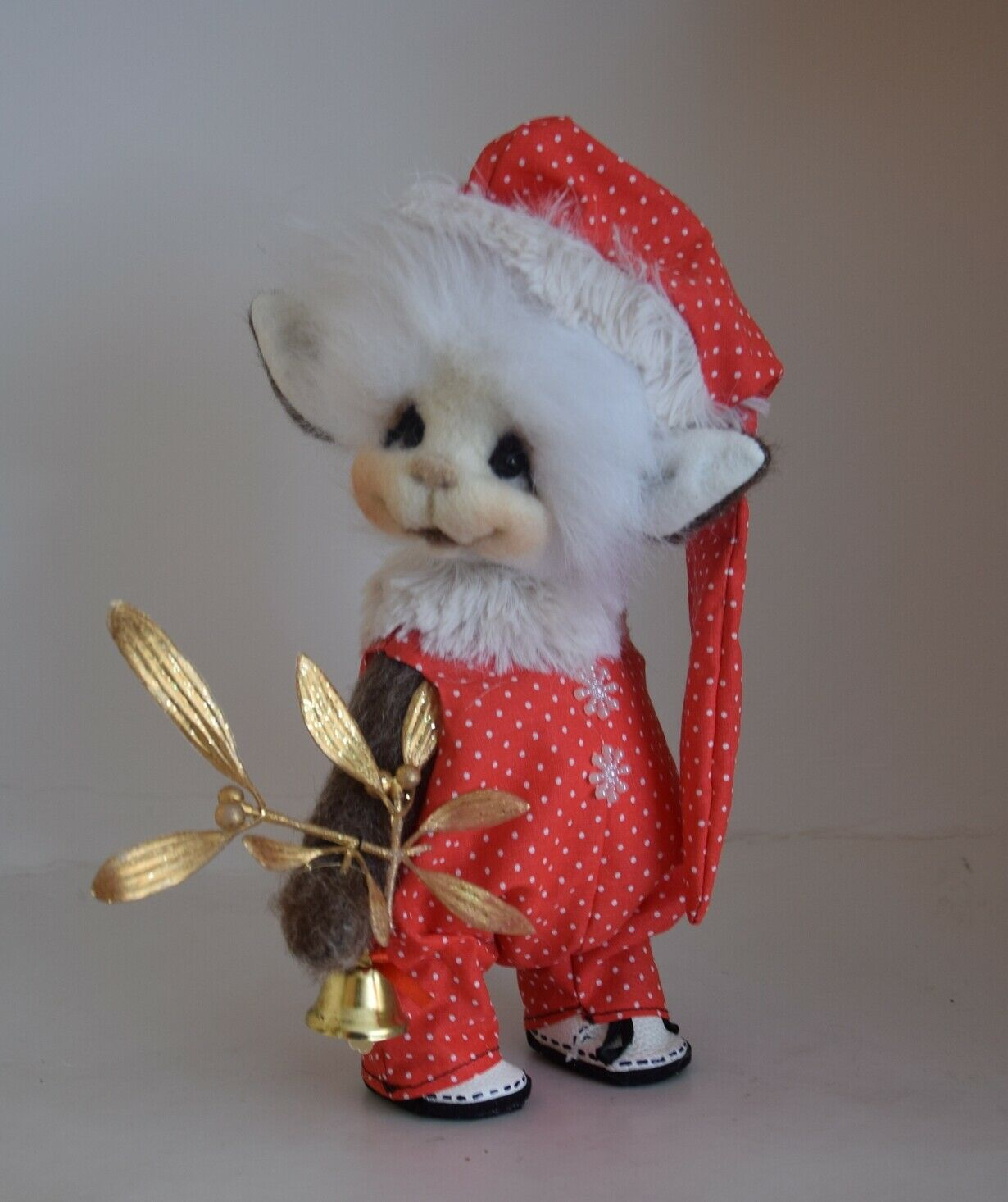 OOAK Erummelde is a Christmas Elf 22 cm (8,8 ) tall Manufacturot with 5 joints