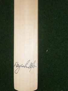 WAYNE-PHILLIPS-SIGNED-MINI-CRICKET-BAT-UNFRAMED-PHOTO-PROOF-amp-C-O-A