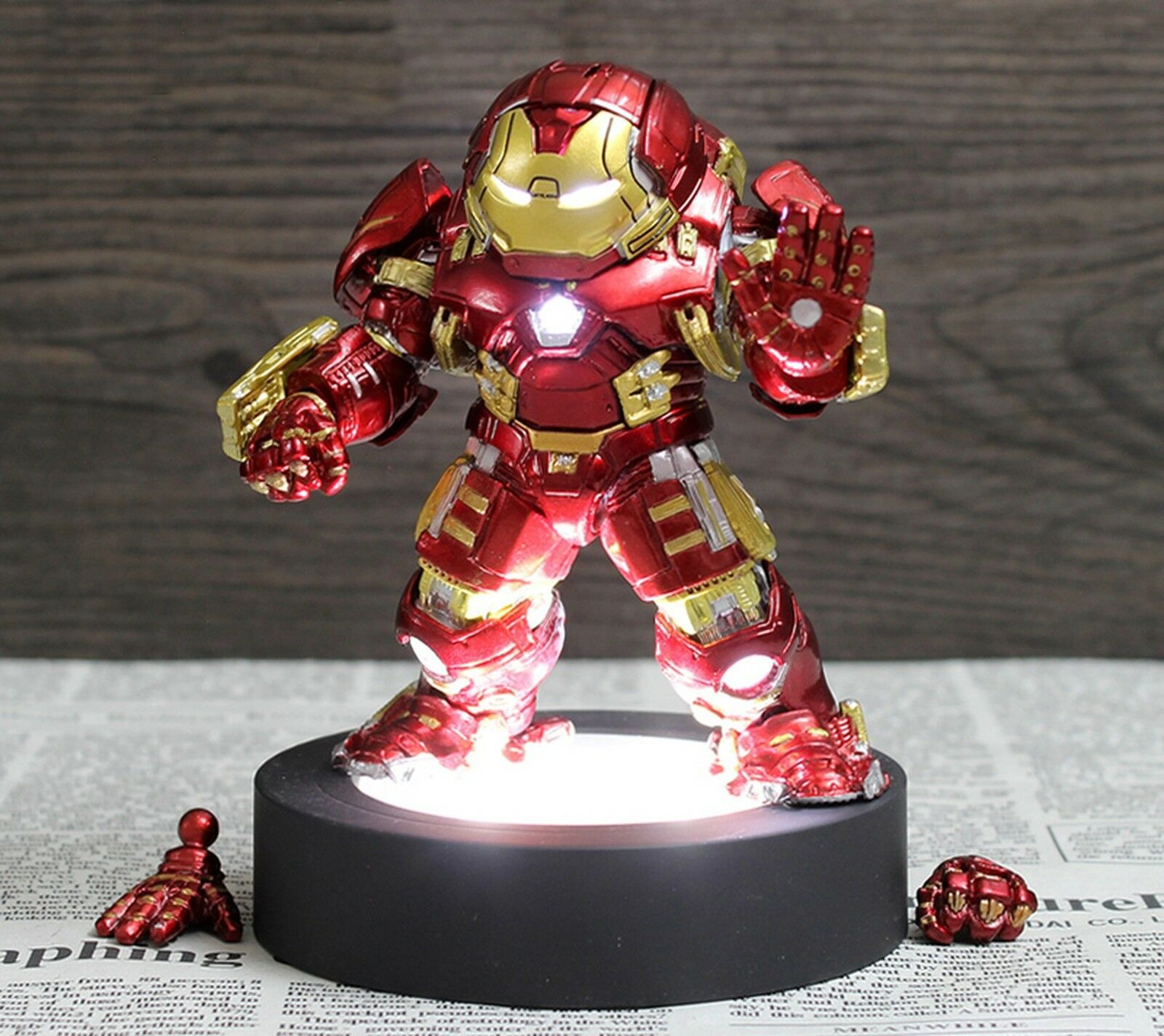 Q version der  iron man hulkbuster mark - aktion mit led - basis