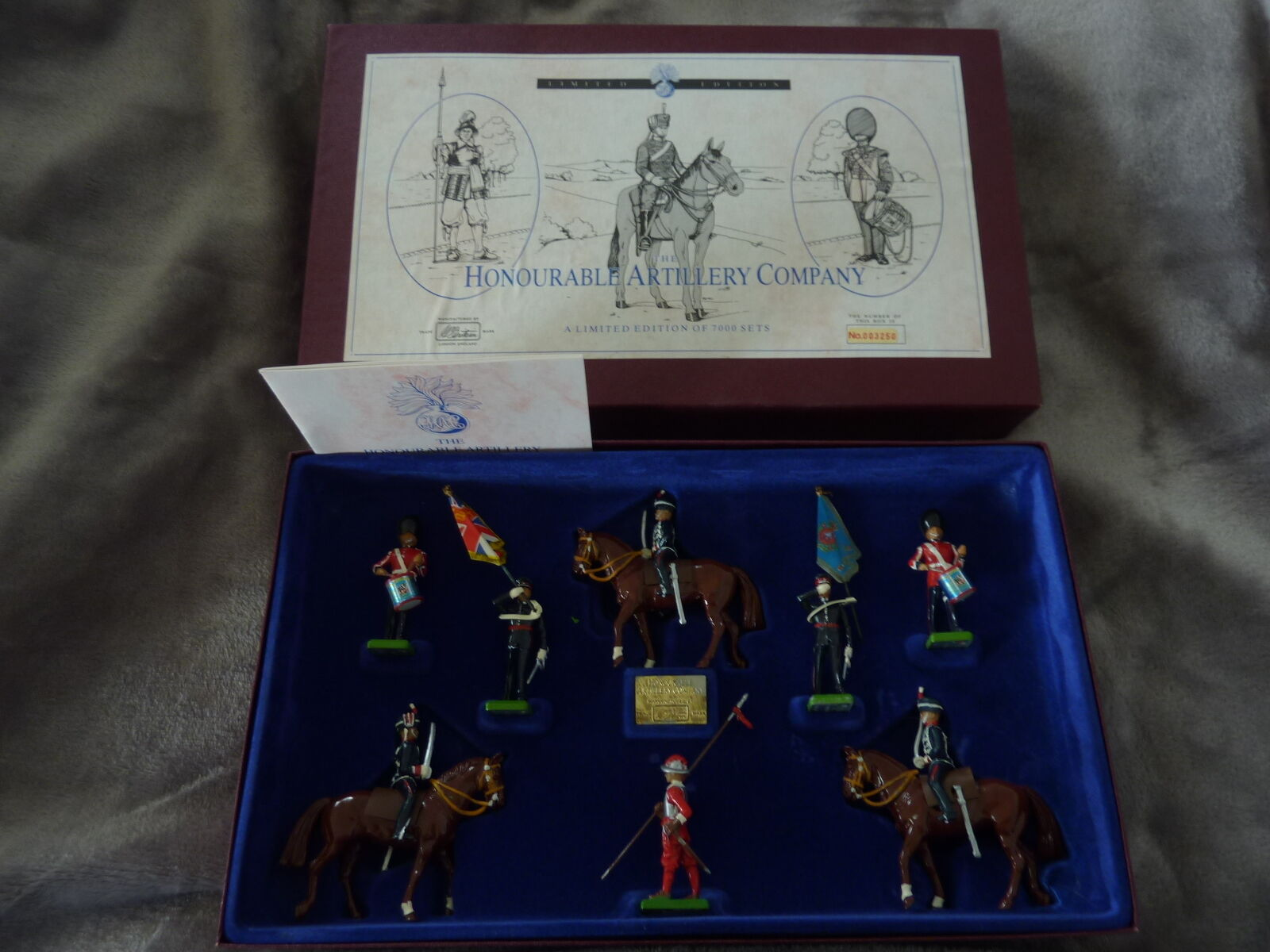 BRITAINS 8 8 8 PIECE  LIMITED EDITION HONOURABLE ARTILLERY COMPANY 5291 37aa14