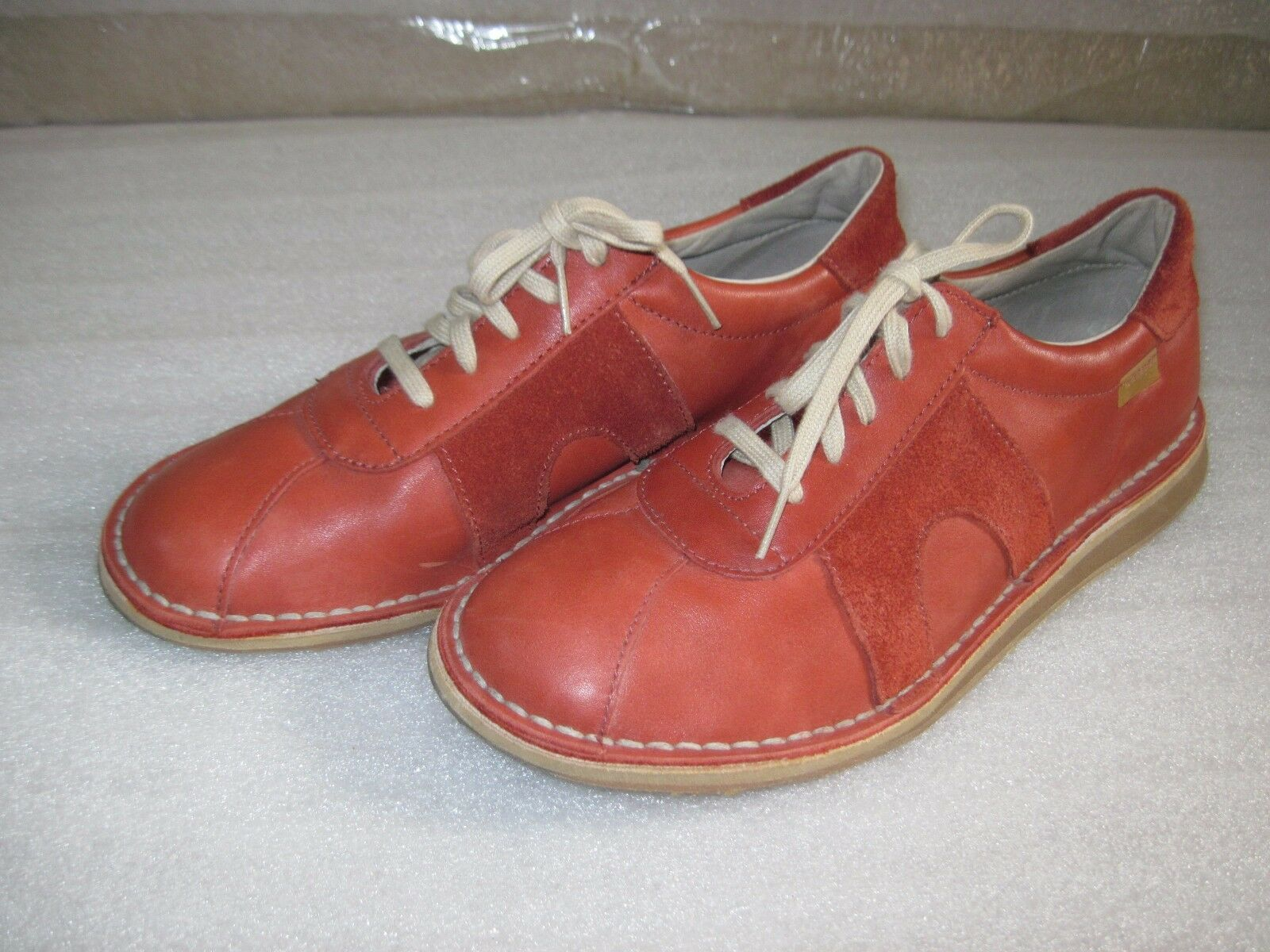 RARE Mens 7 1 2  Womens 9  Red Camper Leather Suede Sneakers Size 40 EUC Sneaker