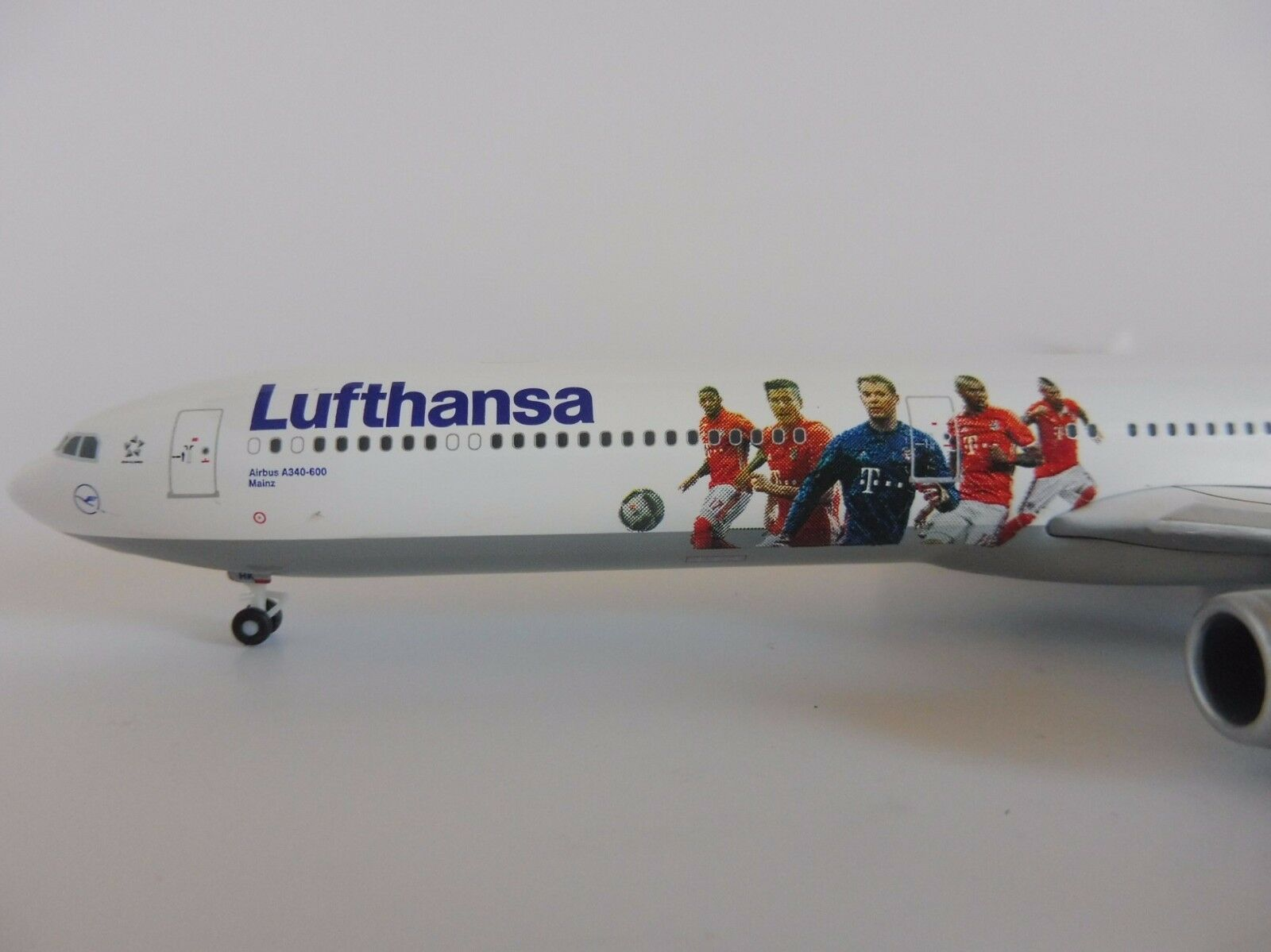 Lufthansa FC BAYERN MÜNCHEN Airbus A340-600 1 400 400 400 Herpa 562553 A340 Audi USA dbb8db