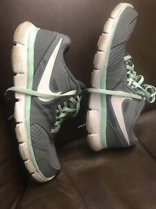 gently-worn-Nike-Flex-Experience-RN3-Grey-Mint-Green-Running-Sneaker-Shoes-wns-8