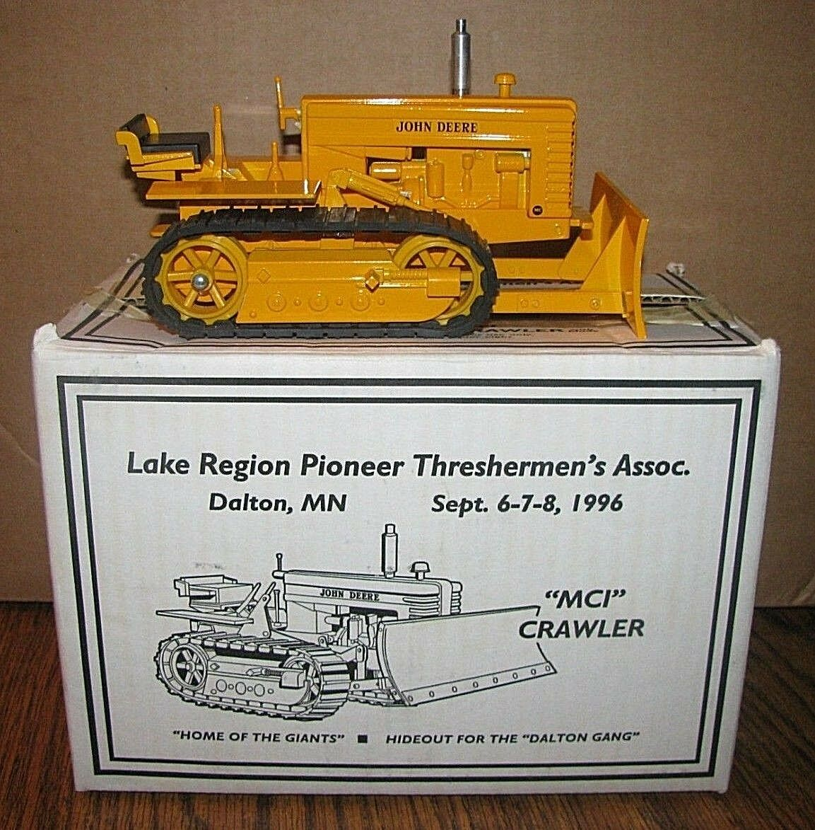 forma única John Deere Tractor De De De Oruga MCI 1 16 Juguete 1996 Lago región Pioneer threshermen MN  marca