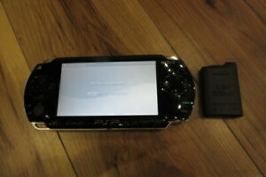 Sony-PSP-1000-Console-Piano-Black-w-battery-pack-Japan-m544