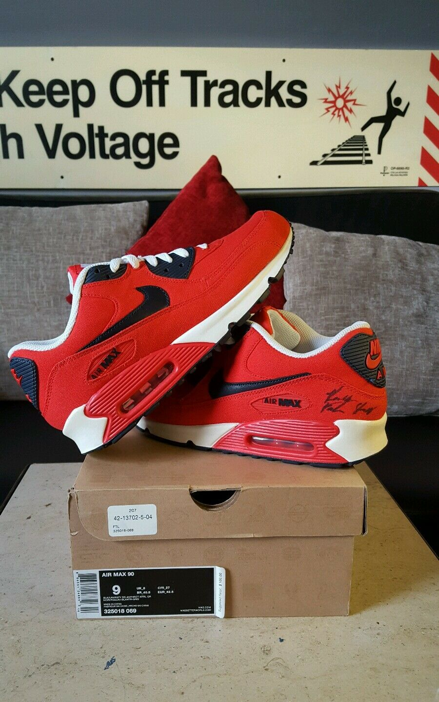 Nike Air Max 90 BLK/UNVRSTY RD sz 9 Signed By Rockie Fresh MMG Member Authentic.