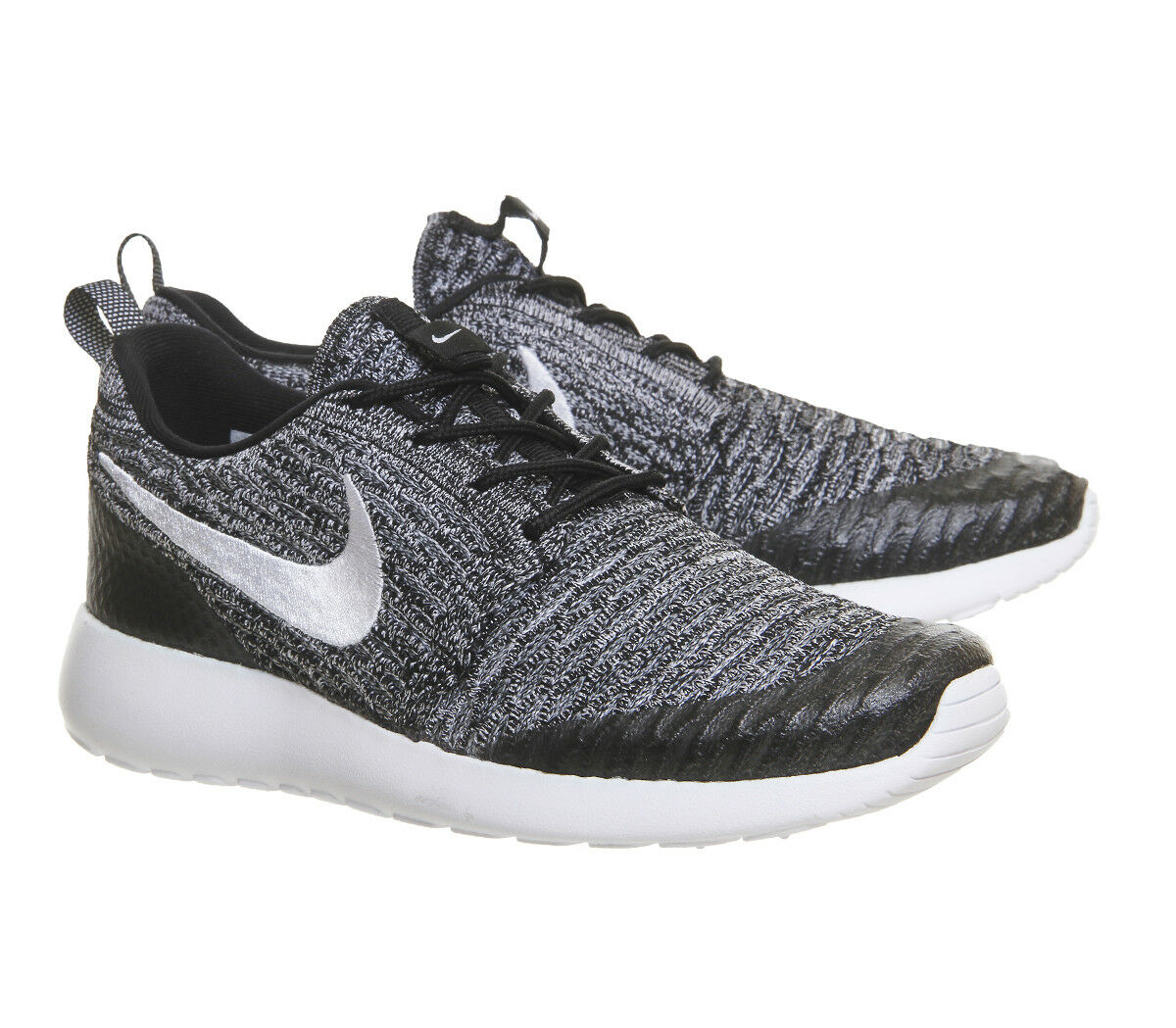 Nike Roshe One Flyknit Trainers 704927-010 noir blanc Cool  Gris 5