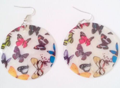 Boucles d/'oreilles pendantes en nacre motif papillons colorés Ø5cm BO0034