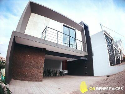 Casa nueva en venta cerca de Plaza Alaïa