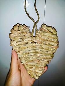 Natural-Hand-Woven-Timothy-Grass-Heart-approx-13x13cm