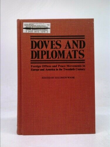 Doves and Diplomats : Foreign Offices and Peace Movements in Europe...  (1st Ed)