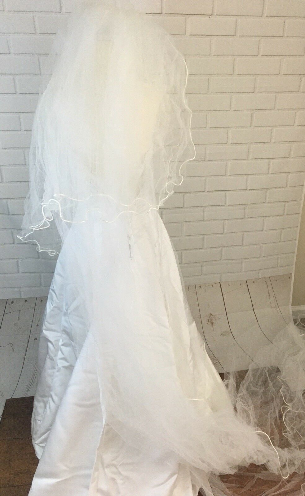 Wedding Dress Women's Size 6  With Vail Maggie So… - image 10