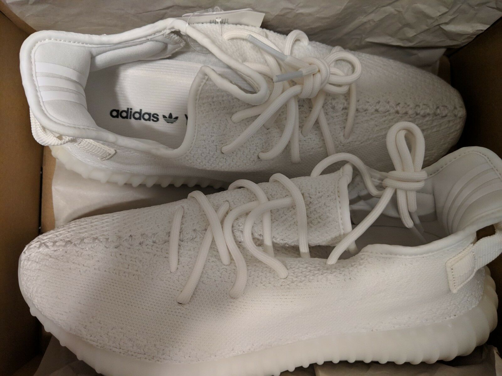 DS Adidas Yeezy Boost 350 v2 CP9366 White Cream Size 9.5  BRAND NEW