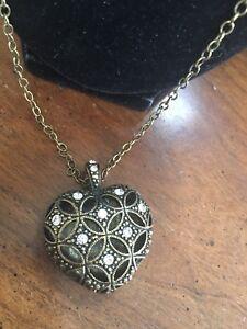 Vintage-Signed-Brass-Tone-Rhinestones-Puffy-Heart-Pendant-Necklace-Free-Ship