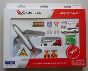 QANTAS-AIRPLANE-AIRPORT-PLAYSET-TRUCK-SIGNS-ETC-DARON-TOYS-DIECAST