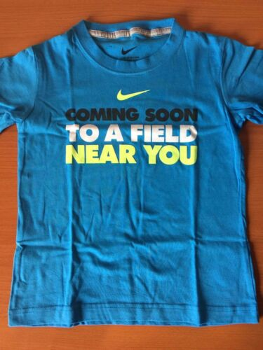 "New Nike /""Coming Soon To A Field Near You/"" T-Shirt Kids Boys Girls Size 4 5"