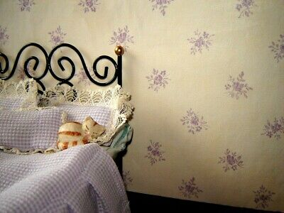 Bello Lilla Fiori Su Crema Carta Da Parati Casa Delle Bambole-mostra Il Titolo Originale Modellazione Duratura