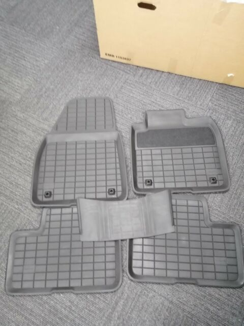 Genuine Volvo Rubber Mat Set  31470974 RHD ONLY    Xc40 automatic  2018-2021