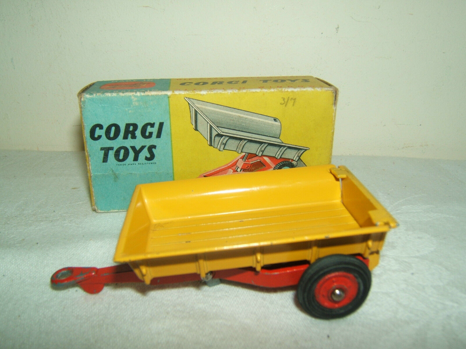 CORGI TOYS MODEL No.51 MASSEY-FERGUSON 30 CWT TRAILER  VN MIB