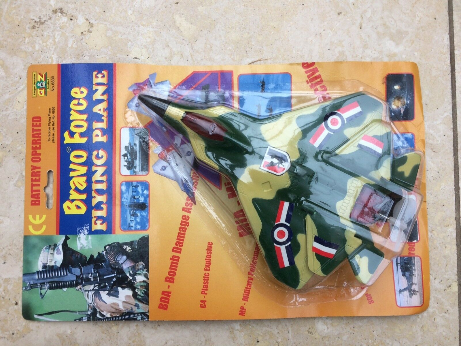 11 x Padgett Brothers 6830 Bravo Force Fliegening Planes flies in circle + sounds