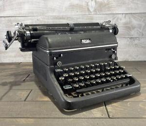 Vintage 1946 Royal KMM Magic Margin Series Typewriter Serial KMM-3174703