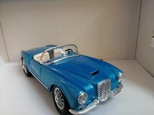 Modellauto-Burago-LANCIA-AURELIA-B-24-SPIDER-1955-1-18-hellblau