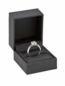 Solitaire-engagement-ring-4-claw-White-Gold-9k-with-natural-Diamond