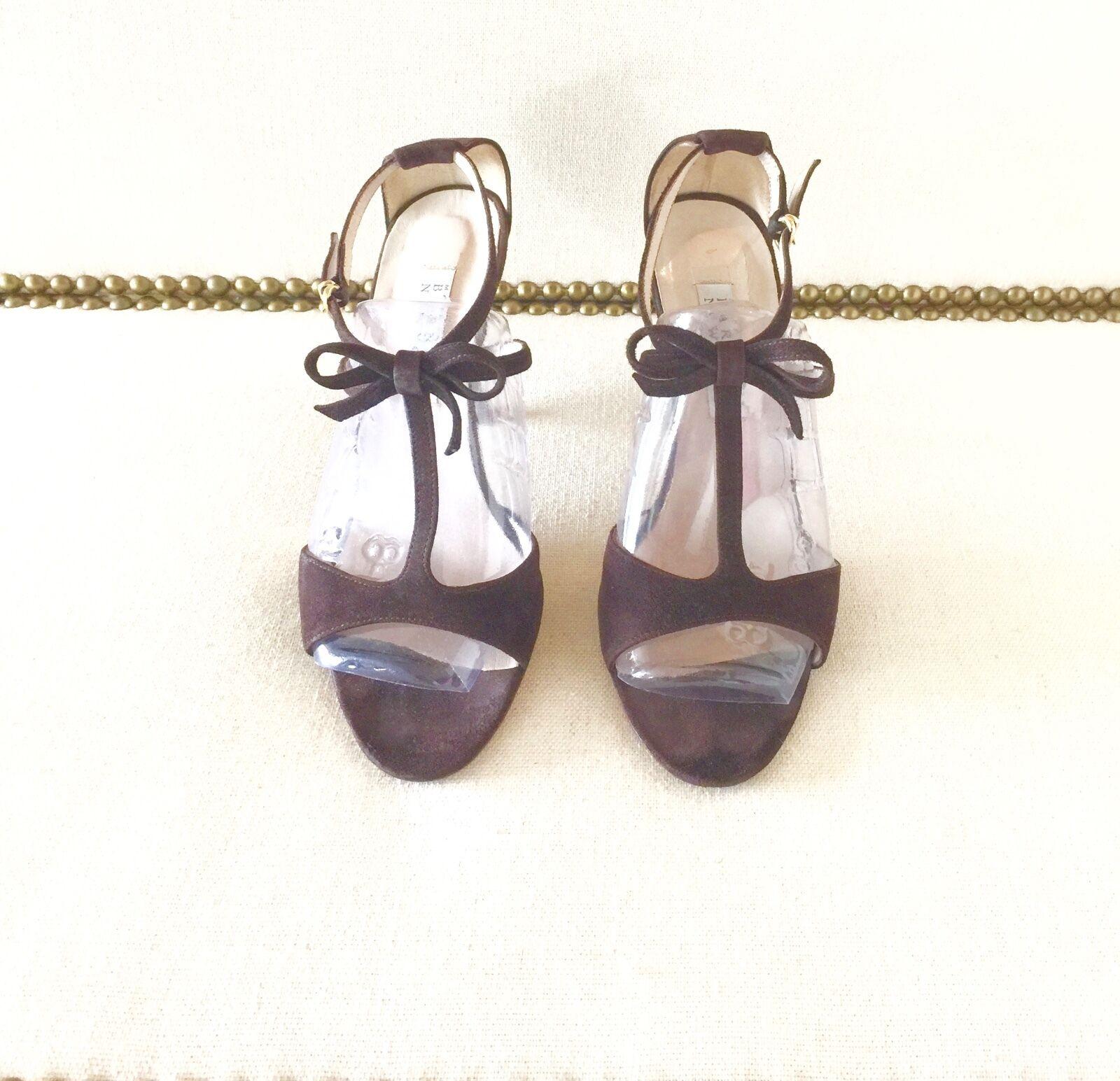 "BARNEY's NEW YORK Braun Suede T-Strap Sandale. ½  Größe 8. 3 ½ Sandale. "" Heel. 7d7e7a"