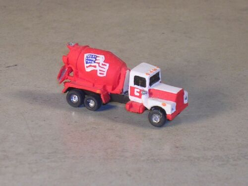 N Scale 1985 Red /& White R Model Mack Cement Truck with USA Flag on the drum