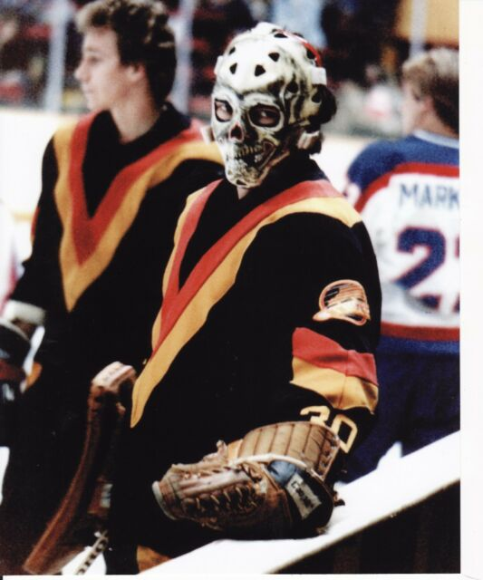 GARY BROMLEY OLD VINTAGE SKULL GOALIE MASK NHL HOCKEY 8X10 PHOTO