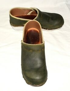 Dansko-Olive-Green-Canvas-amp-Leather-with-Nailhead-Studs-Womens-Clogs-Sz-40-US-9