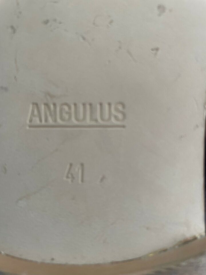 Sandaler, str. 41, Angulus
