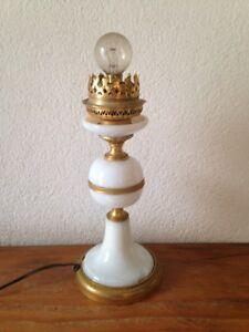 Pied Blanche Opaline Métal Et Xxe Ancien St Chevet Sur Lampe
