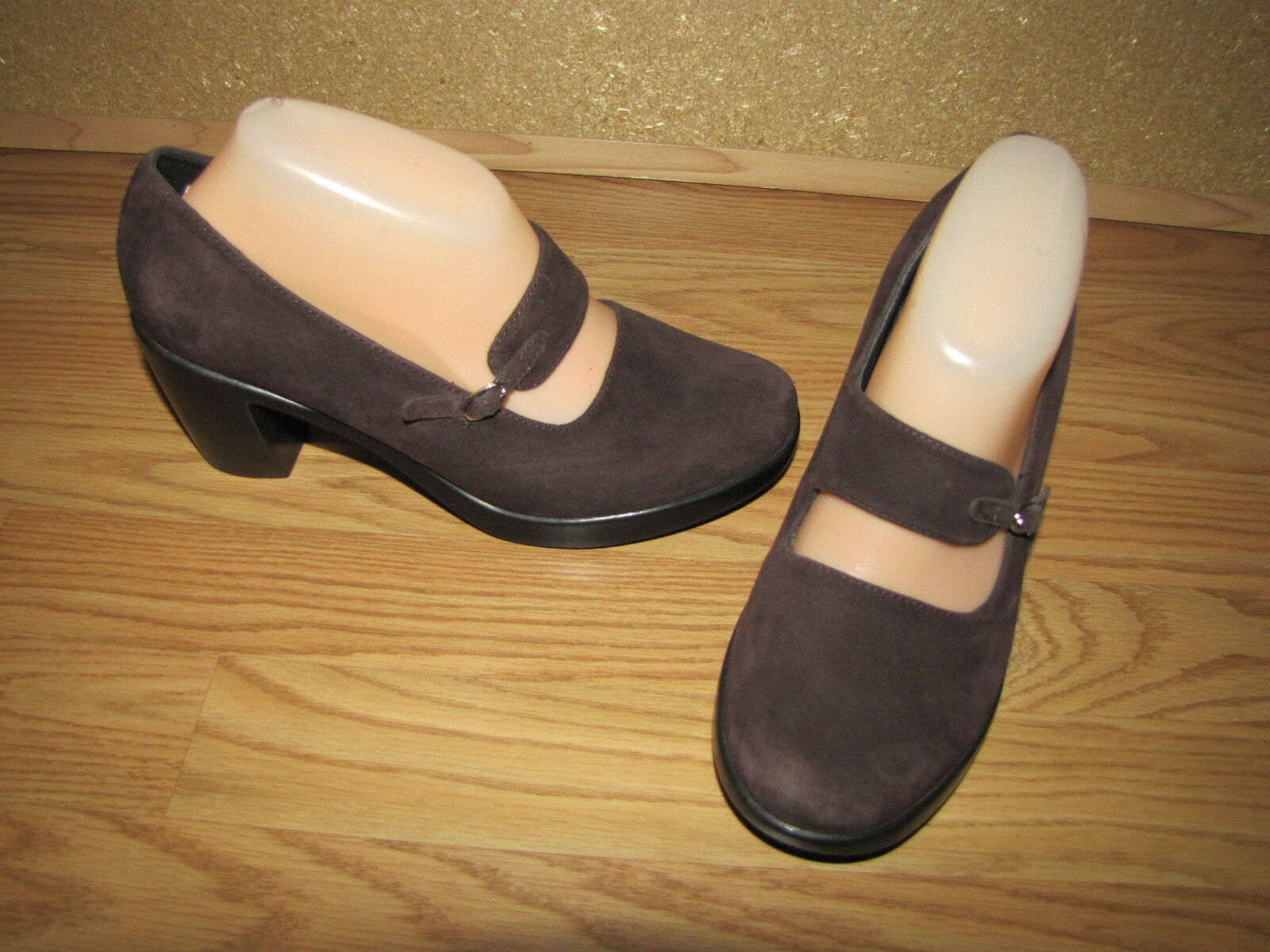 Dansko 'Tara' Brown Suede Mary Jane Pumps - 8.5 European 39 EUC