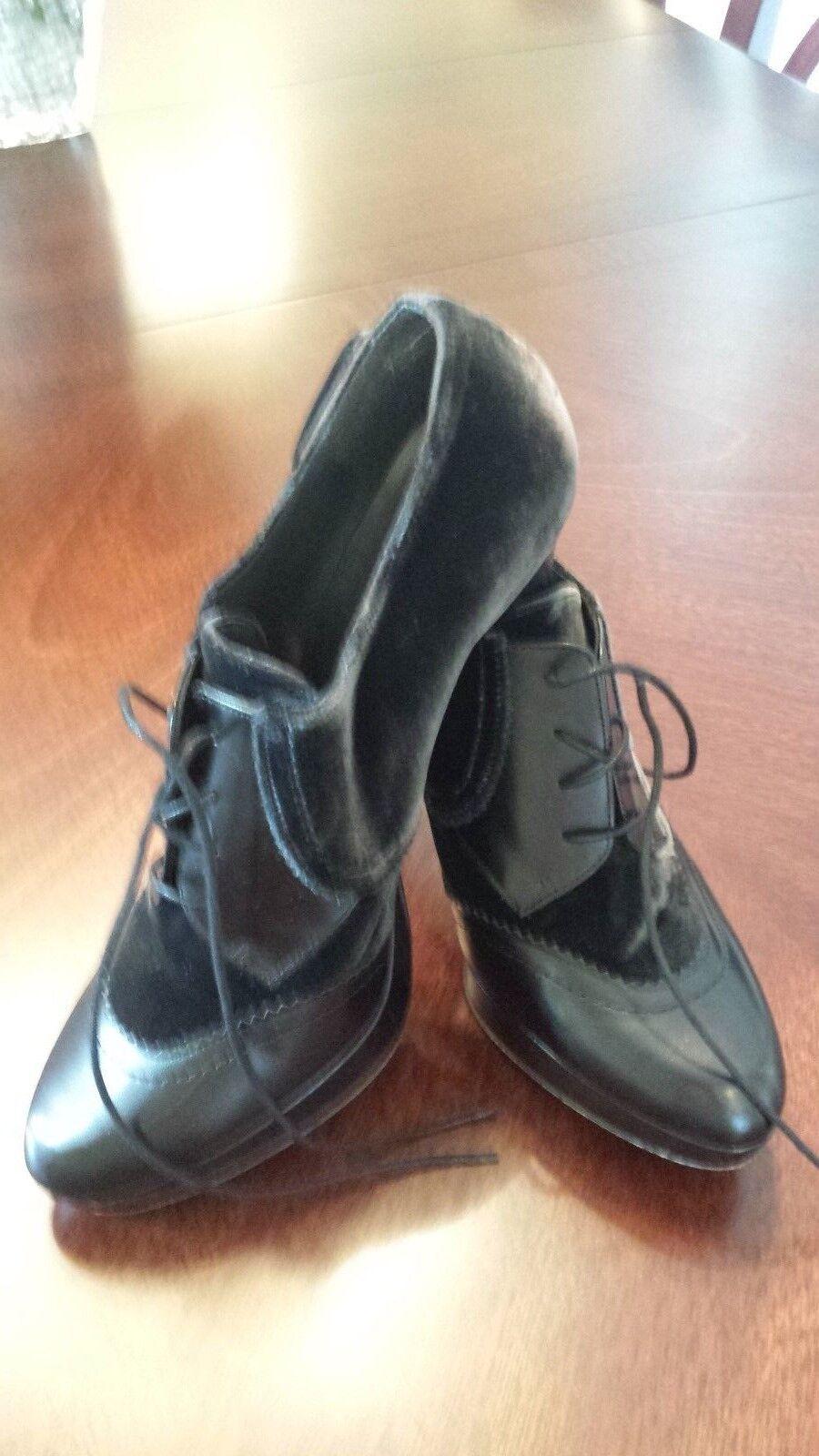 Stuart Weitzman leather & velvet  Booties Size 8.5