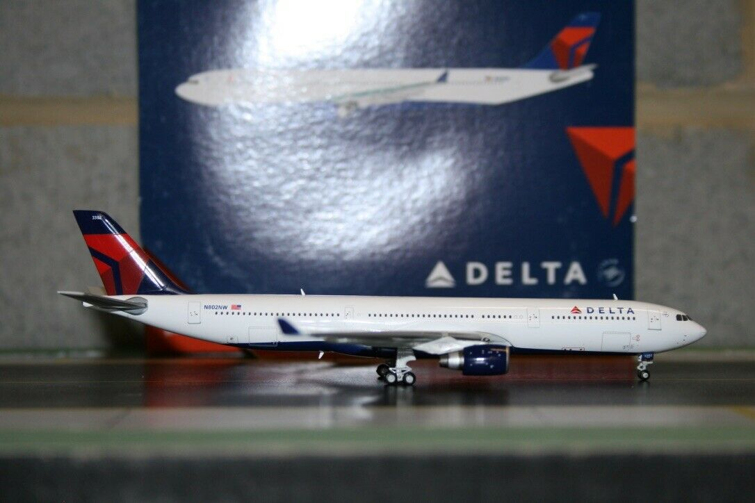 Gemini Jets 1 400 Delta Airlines Airbus A330-300 N802NW (GJDAL1117) Model Plane