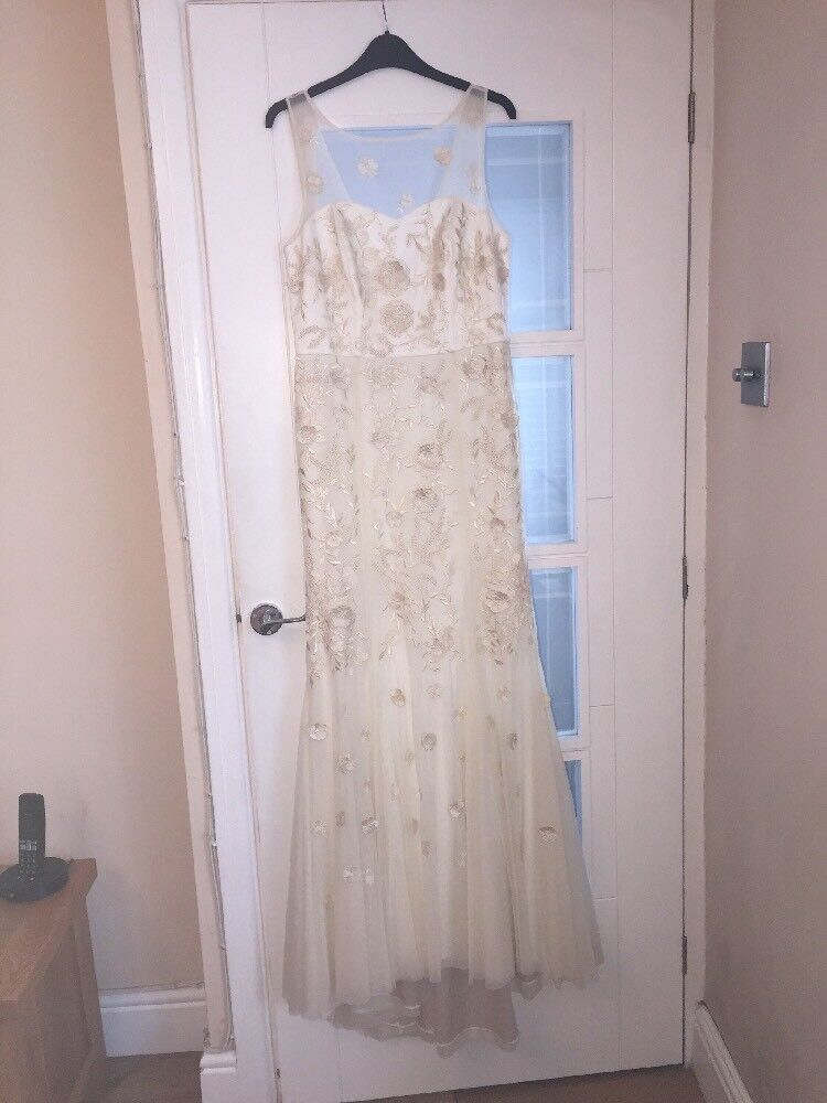 NEW CREAM NUDE SIZE 12 WEDDING PARTY DRESS WITH FLORAL DETAIL