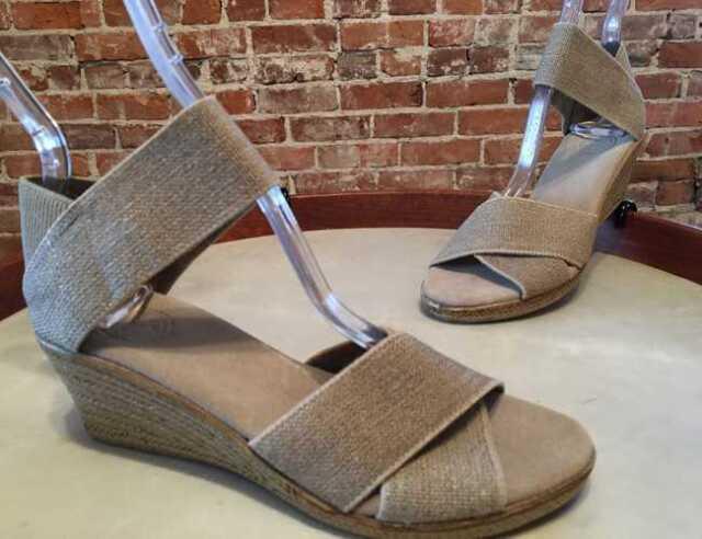 Charleston Shoe Co Women/'s Atlantic Slingback Low Wedge Sandal Linen Size 8 M
