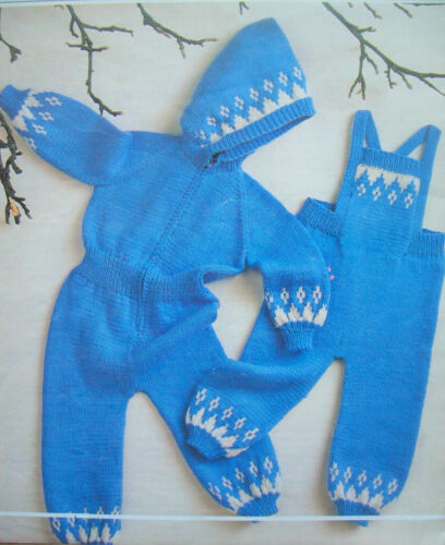 Baby Boys All In One DUNGEREES JUMPSUIT KNITTING PATTERN DK 18-22in 3-24m 410