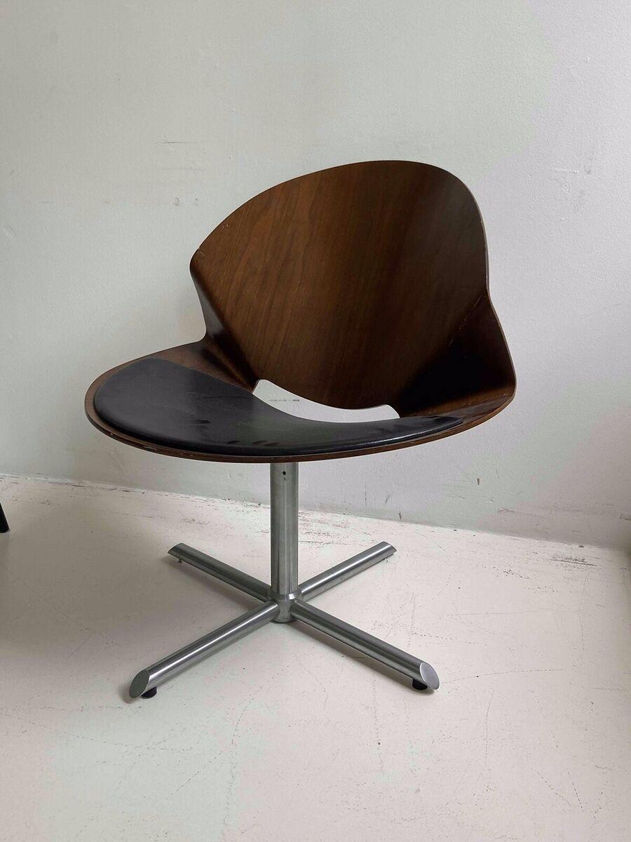 Spisebordsstol, REX, Rex stol i valnød med læder sæde. De