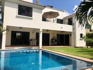 Venta de Residencia IMPECABLE en Villa Magna doble altura