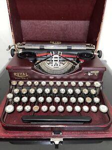 VINTAGE 1930's ROYAL TYPEWRITER PORTABLE  w CASE NICE!