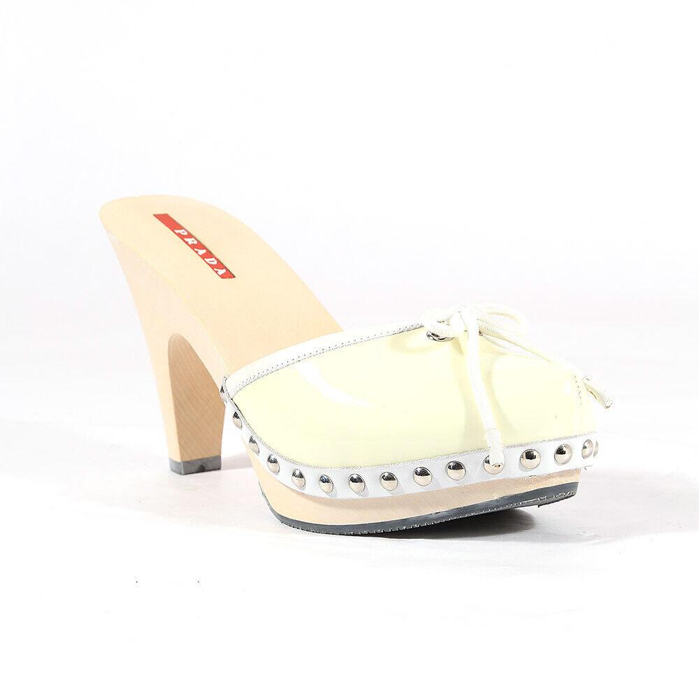 435 Prada  scarpe for donna crema patent mules - Brand New 100% Autentico  in vendita scontato del 70%