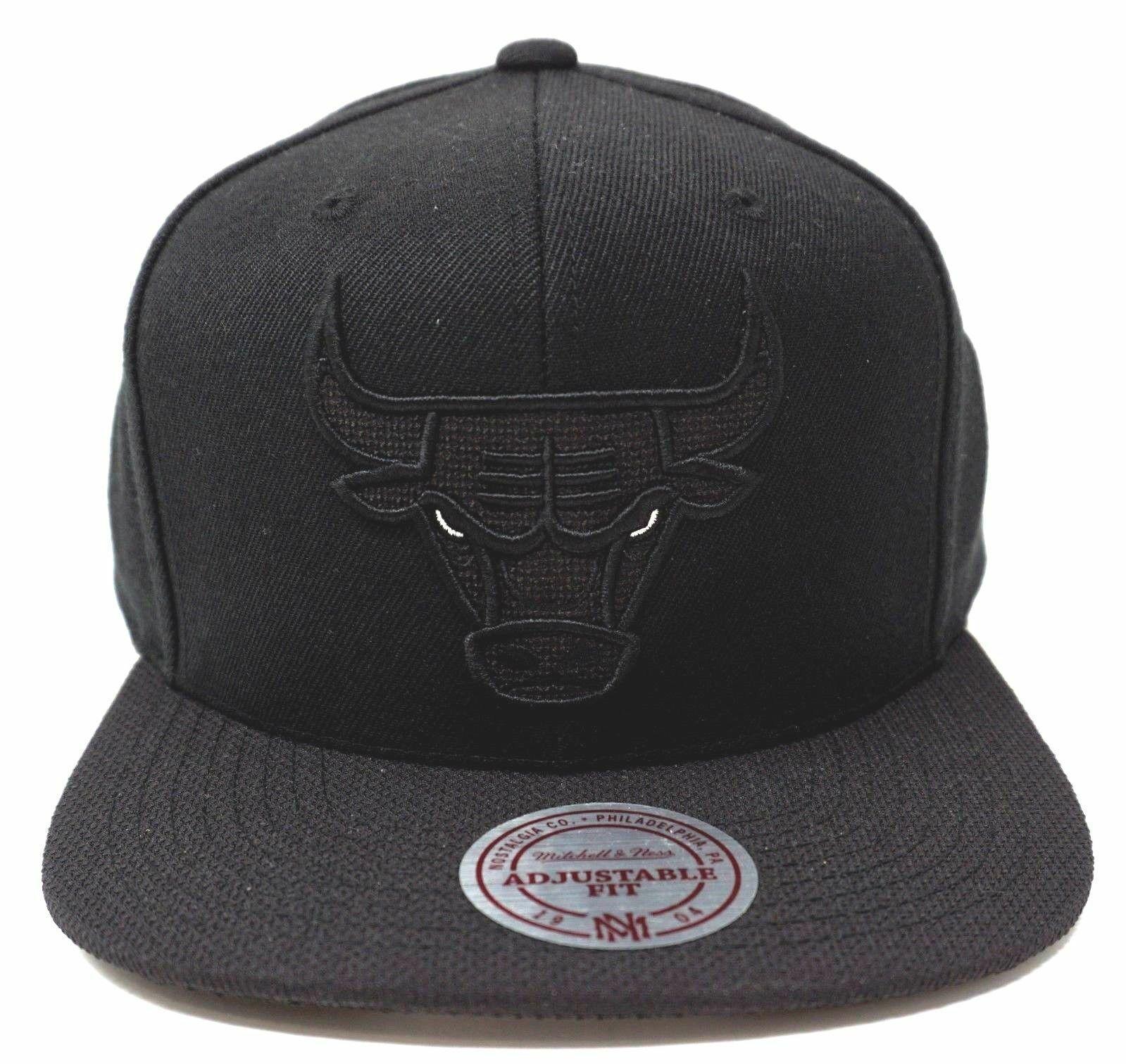 60d5d7eb76f Chicago Bulls Snapback Cap NBA Licensed Mitchell   Ness Hat Adult ...