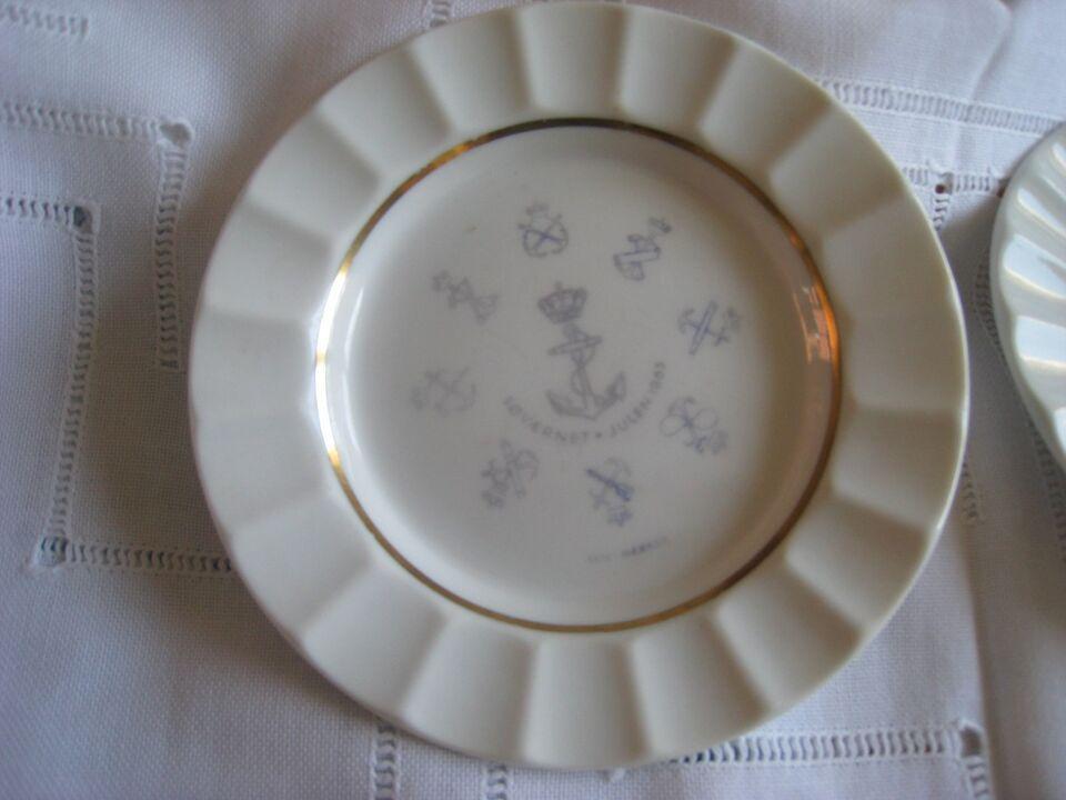 Porcelæn, Askebære, Kongelig porcelæn