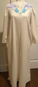 Vanity-Fair-Vintage-Women-s-Small-Nightgown-House-Dress-Robe-Ivory-White-Vintage