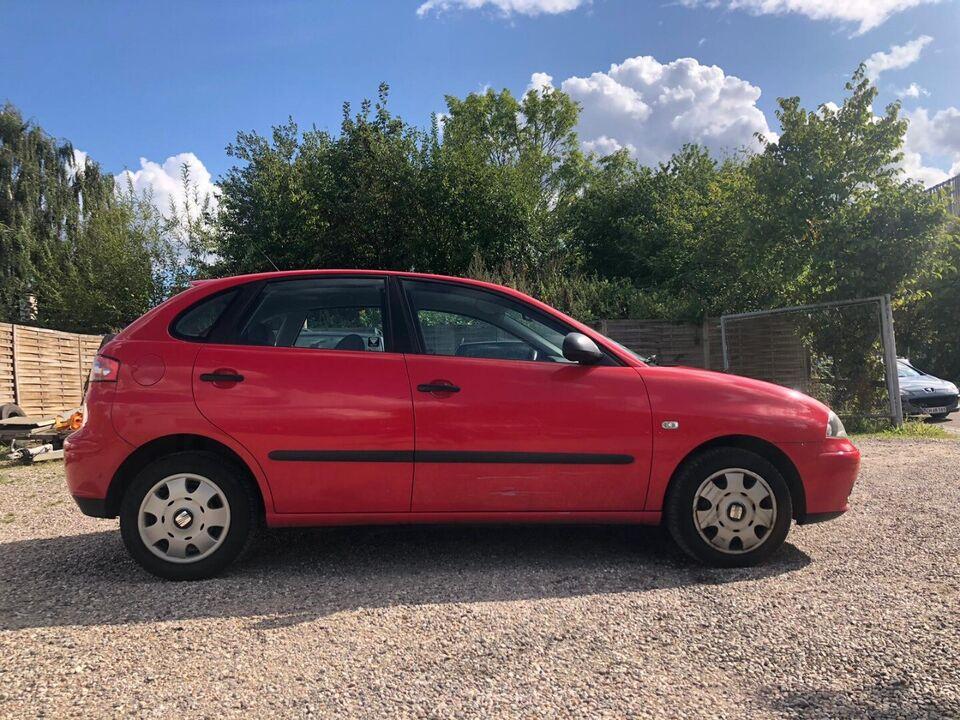 Seat Ibiza 1,4 16V Signo Benzin modelår 2002 km 146000